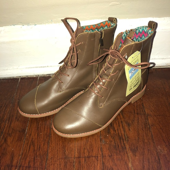 f591ce436f1 Brand new brown toms lace-up combat boots